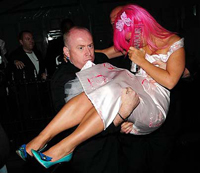Lily Allen drunk at Glamour award ceremony, carried out